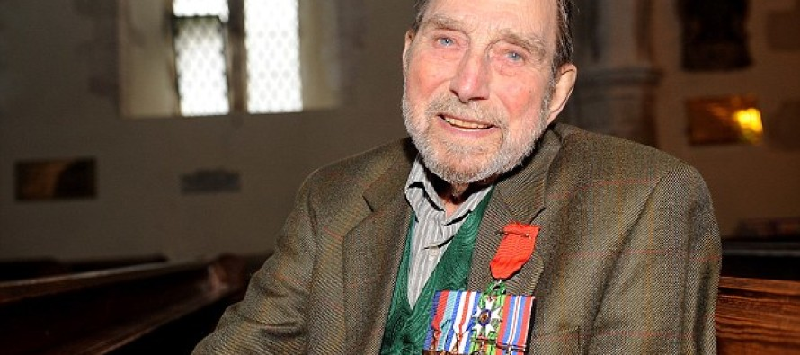It Took A D-Day Vet 72 Years To Do THIS – It Will Bring A Tear To Your Eye
