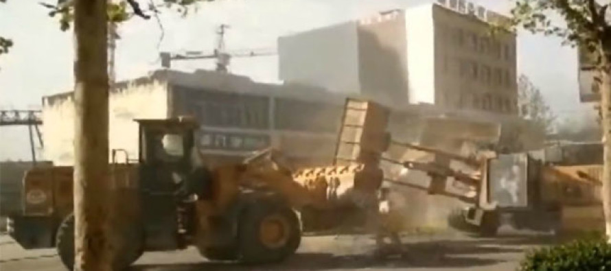 VIDEO: Construction crew gets out of hand as BULLDOZER BATTLE Happens In The Street