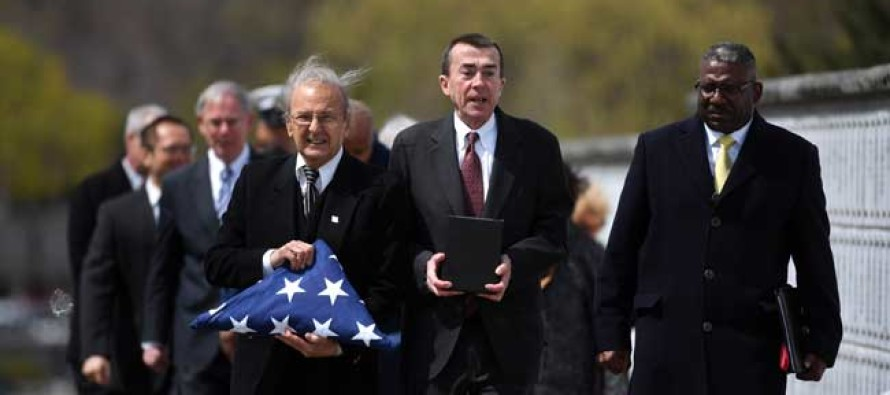 A WWII vet's body lay unclaimed at the morgue until neighbors do something heartwarming