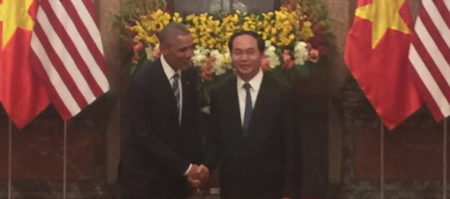 Outrage After Obama Caught Doing THIS In Vietnam – Look Closely