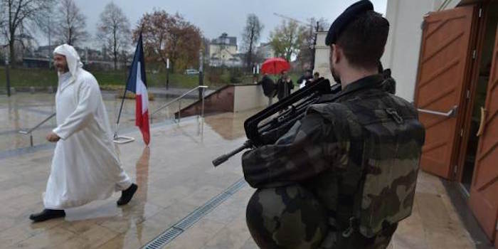 france_police_mosque