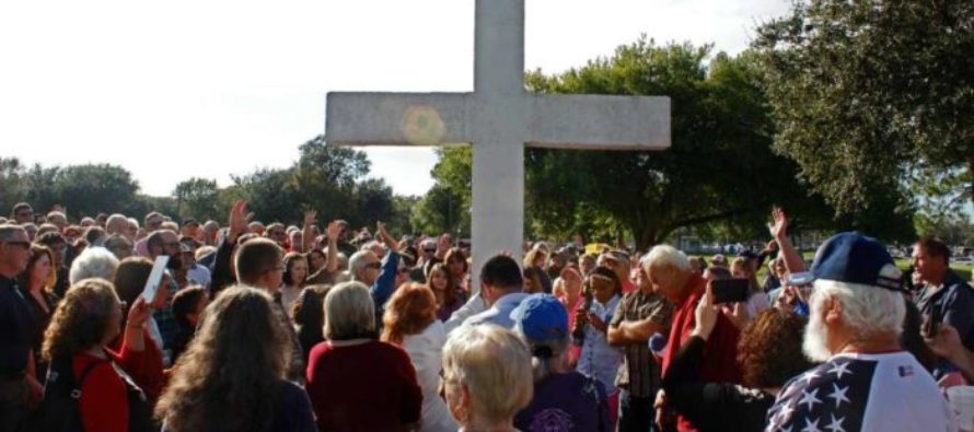 Texas Town Makes An Unexpected Move In Response After Atheist Group Demands They Remove Cross