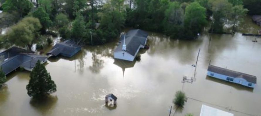 Texan Prepper Keeps Home Safe From Flood Waters – Flooded Neighbors Regret MOCKING Him [VIDEO]