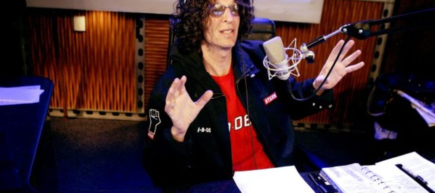 """Howard Stern SLAMS Obama – """"The Wolves Are Attacking And The Sheep Are DISARMING!"""""""