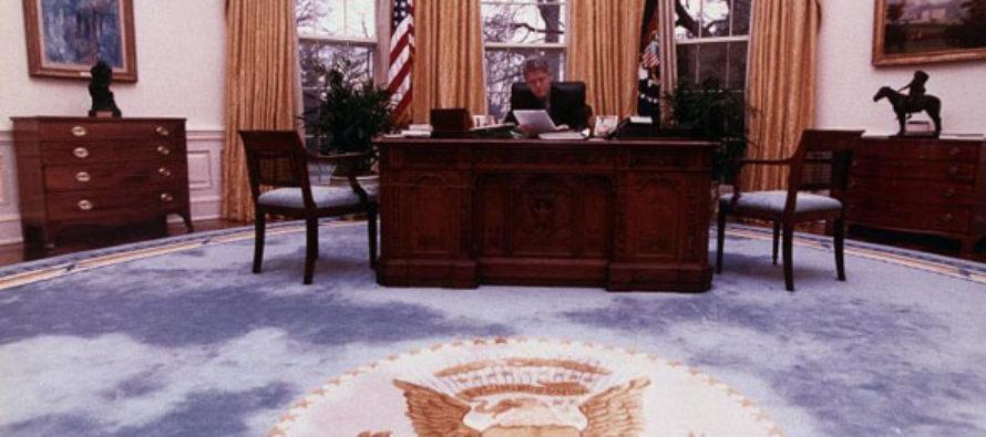 Former Secret Service Agent: Bill Clinton Caught Having Sex on OVAL OFFICE DESK [DETAILS]