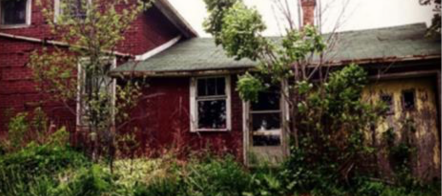 She Thought This House Was Abandoned… Then She Went Inside and Found THIS