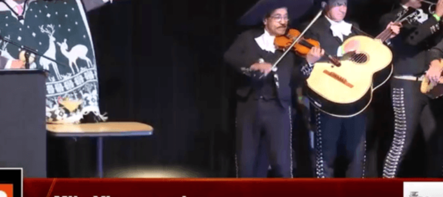 VIDEO: Conservative Milo Yiannopoulos Angers Liberals At College By Walking Out With Mariachi Band