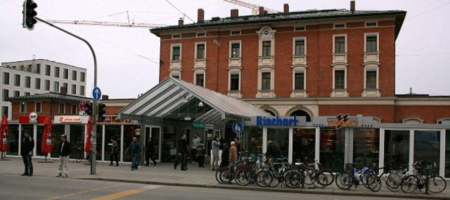 PANIC: Munich shopping center and train station evacuated amid Bomb Threat.