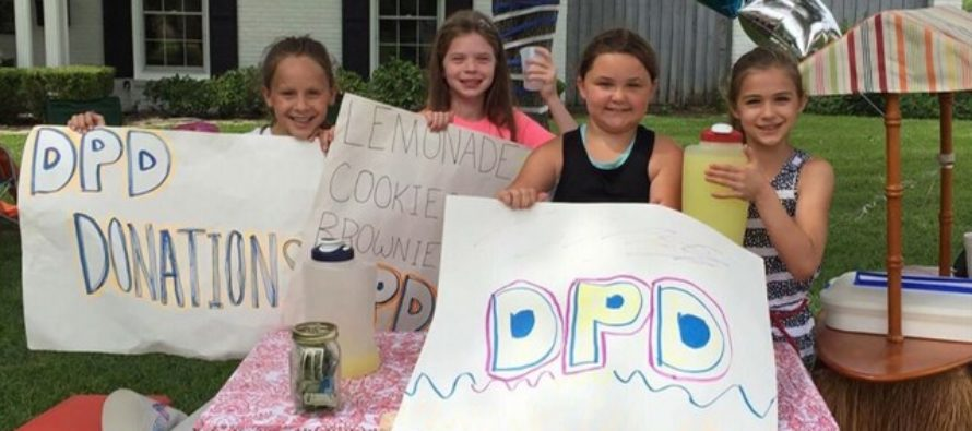 Little Girls Set Up Lemonade Stand to Raise Money For Police – SHOCKED to Find THIS in Donation Jar [VIDEO]