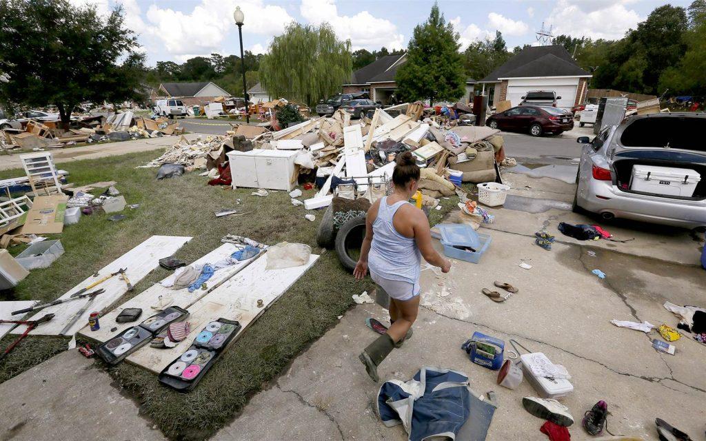160823-obama-louisiana-flood-jsw-911a_9a1f0bf0a7c8509d081a249480a400ec.nbcnews-ux-2880-1000