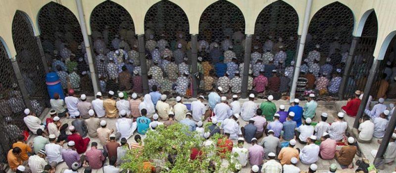 Muslims-praying-1-800x350