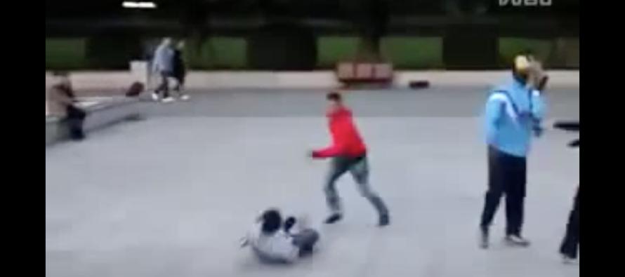 Pack of Hoodlums Jump Smaller White Boy… BAD IDEA! [VIDEO]