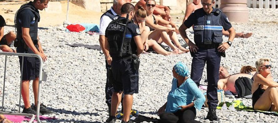 France: Armed Police Fine Women and Force Them to Take Off Burkinis