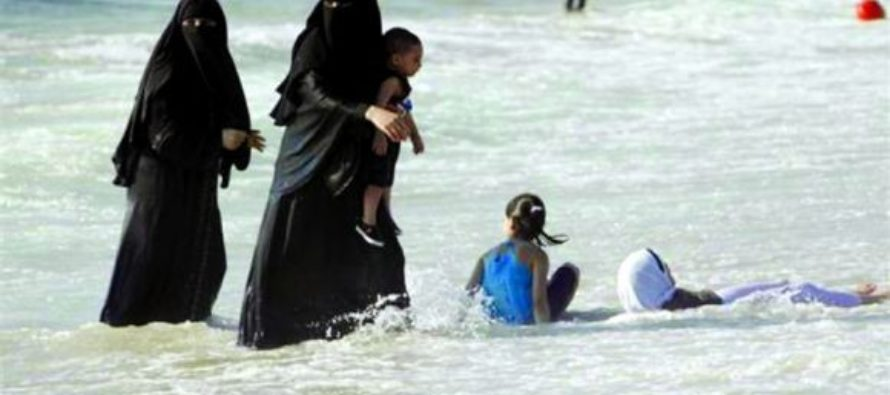 Muslims Show Up at French Beach in Burkinis… Get a BRUTAL Response [VIDEO]
