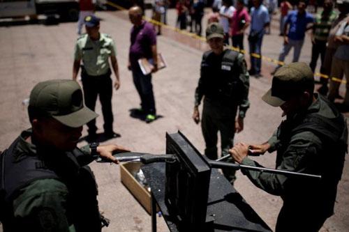 venezuela-destroying-guns