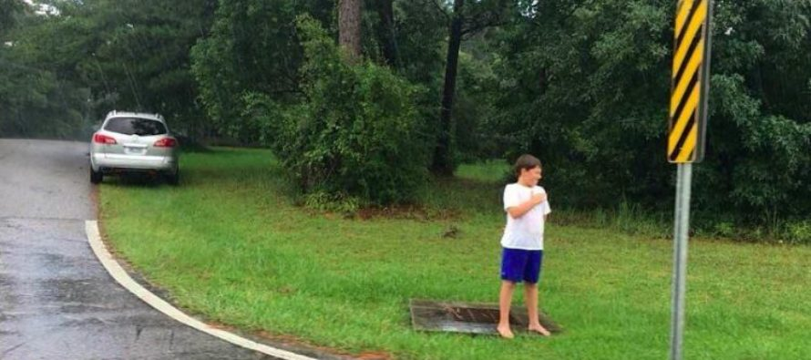 Valiant 9 Yr-Old Waits 30 Mins, Barefoot In Pouring Rain To Salute WWII Veteran's Funeral Procession…