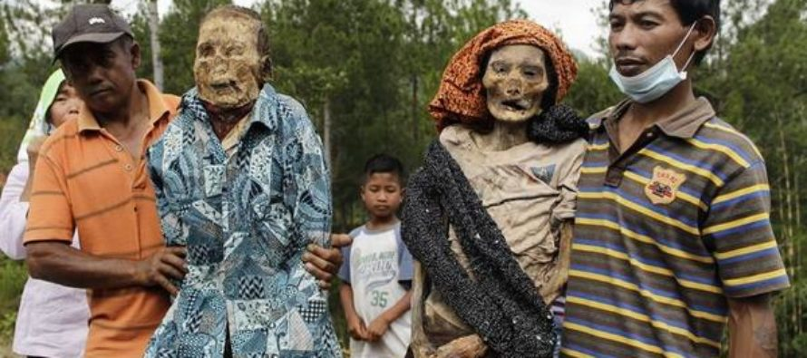 PHOTOS: Villagers Dig Up Ancestors Every 3 Years – Bath, Dress And Take Pictures With Them… [VIDEO]