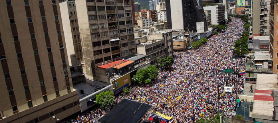 Starving Crowds Surge Into Streets Demanding RECALL Of Venezuelan President Nicolas Maduro!