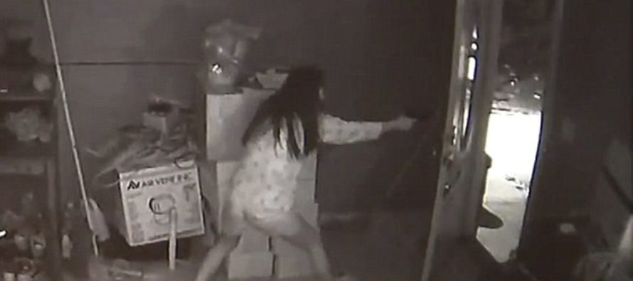BOOM! Woman Wakes To 3 Armed Burglars Robbing Her – Guess What She Did Next? VIDEO