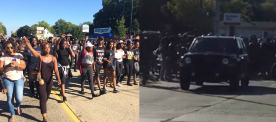 BlackLivesMatter Thugs BLOCK The Street – Regret It When One Car Drives RIGHT Over Them…VIDEO