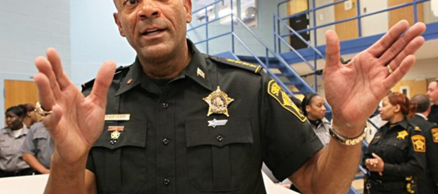 Sheriff Clarke Knows What the Instigators of Charlotte RIOTS Are Up To – Sends Message to Police Everywhere