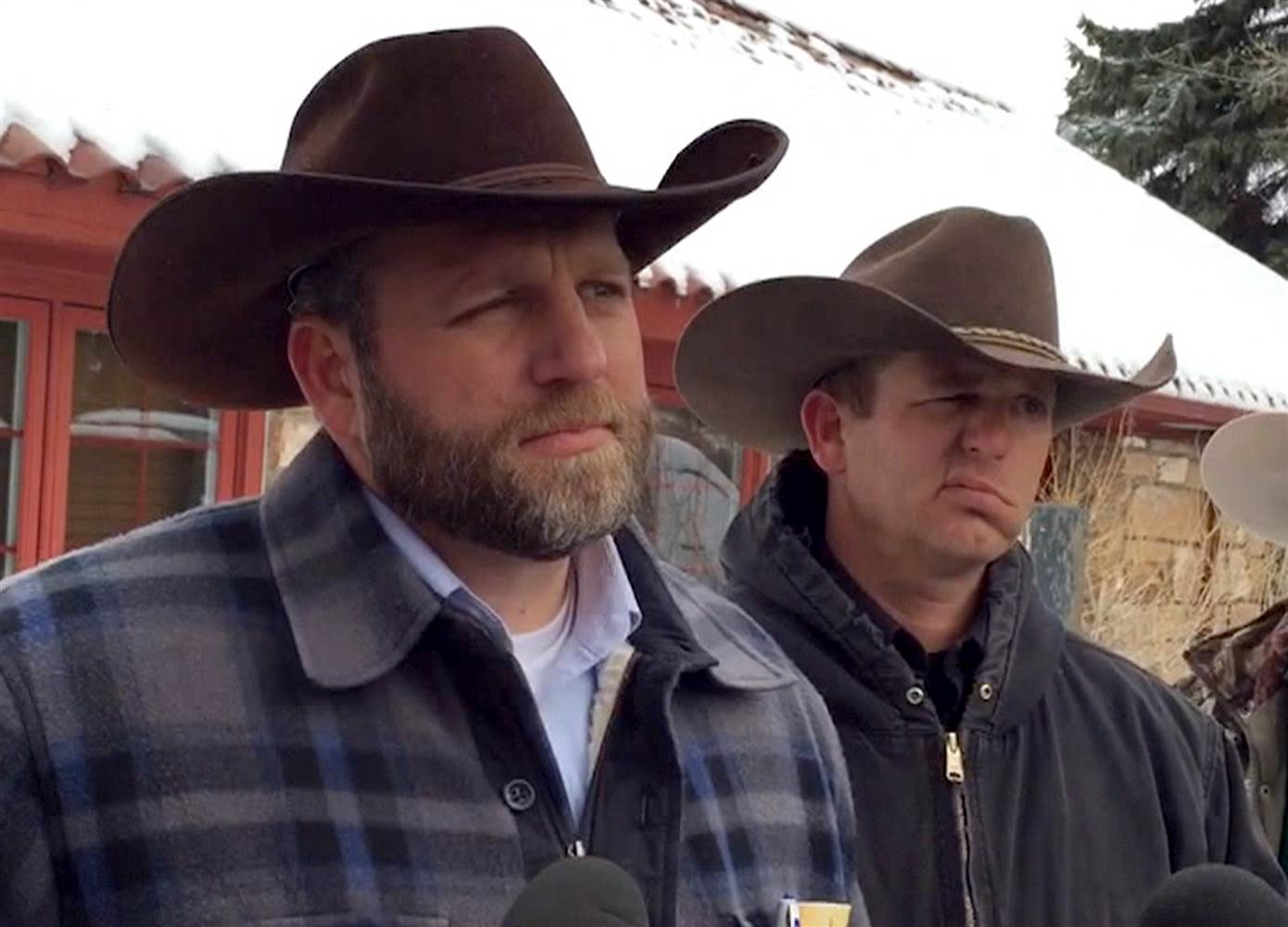 160104-ammon-ryan-bundy-jsw-717a_fdf46b5b9c0cbb504ccc25520dad928d-nbcnews-ux-2880-1000