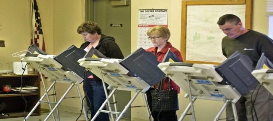 """ALERT: Early Voters Report Voter Machines – """"AUTO SELECTING""""  Clinton/Kaine Ticket"""