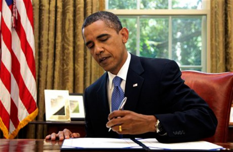 obama-signing-executive-order