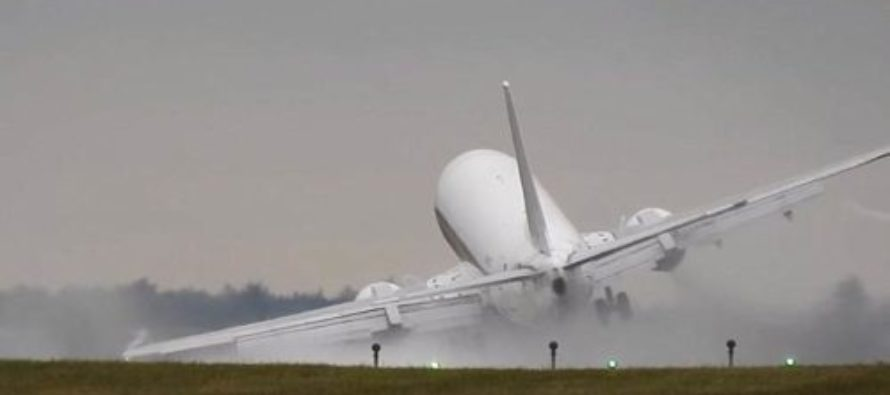 Terrifying Moment HUGE Plane Aborts Landing, Narrowly Avoids CRASHING Into Tarmac! – VIDEO