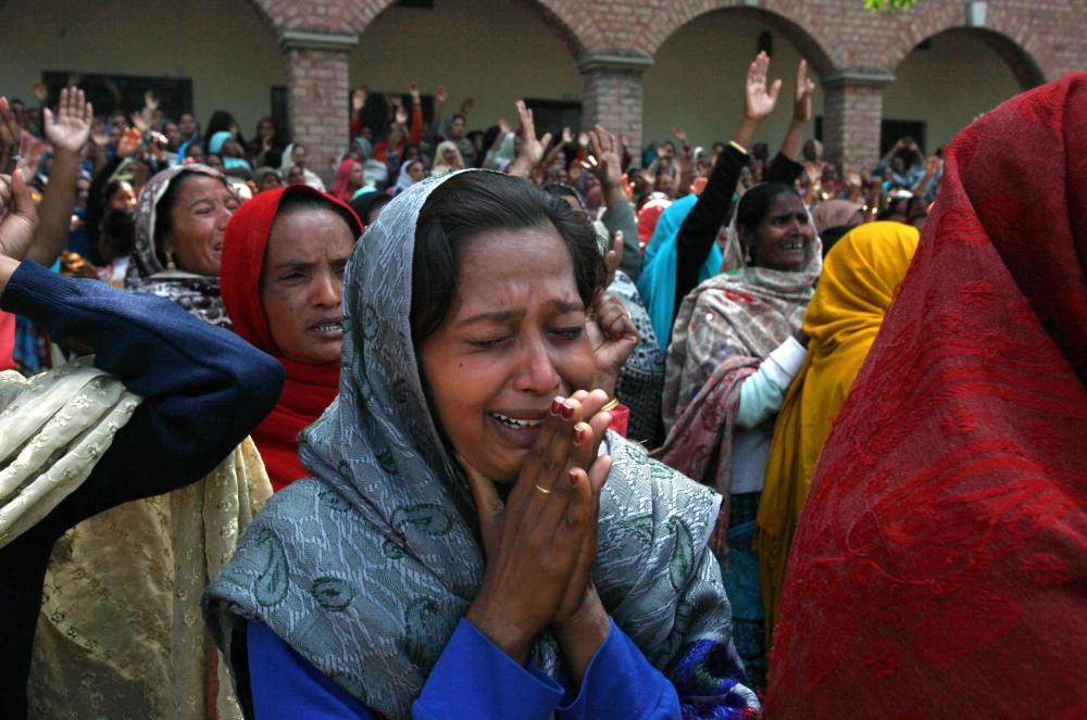 Women from the Christian community mourn for their relatives, who were killed by a suicide attack on a church, during their funeral in Lahore, March 17, 2015. Suicide bombings outside two churches in Lahore killed 14 people and wounded nearly 80 others during services on Sunday in attacks claimed by a faction of the Pakistani Taliban.