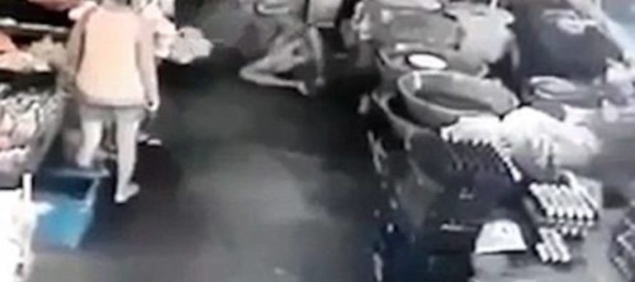 Woman Knocks Groping Pervert to the Ground With a Front Kick! – VIDEO