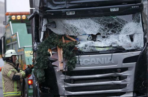 berlin_christmas_market_truck