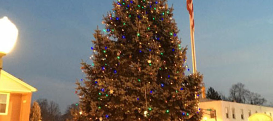 ACLU Forces Small Town to Remove Cross From Christmas Tree