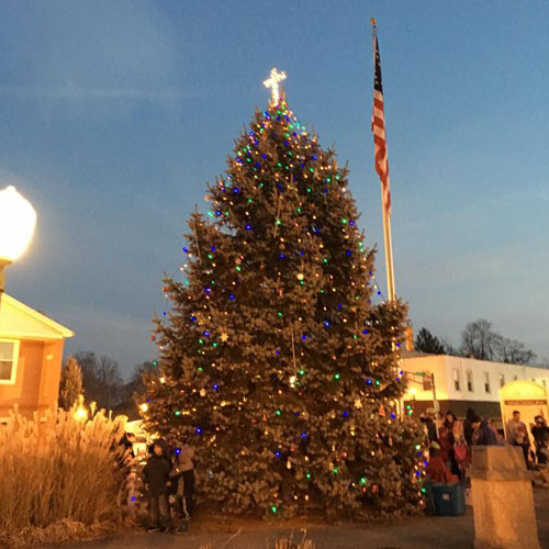 knightstown-indiana-christmas-tree-cross