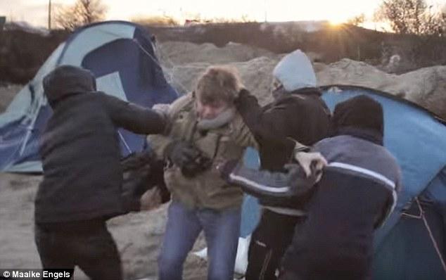 3058E32600000578-3407270-Dutch_filmmaker_Maaike_Engels_was_filming_in_the_Calais_Jungle_w-m-62_1453241703387