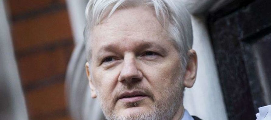 Wikileaks Founder Makes MAJOR Announcement: Source Is NOT the Russian Govt. [VIDEO]