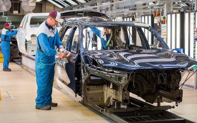 BMW-spartanburg-paint-shop-blue-car-640x400