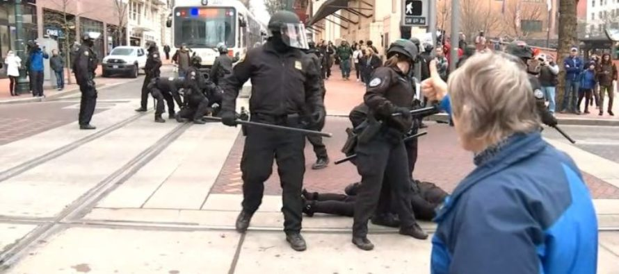 Police DESTROY protesters blocking traffic and the crowd loves it! [VIDEO]