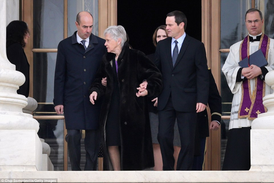 315F10F200000578-3454722-Grieving_A_frail_Maureen_Scalia_the_widow_of_the_Supreme_Court_J-a-148_1455917487902