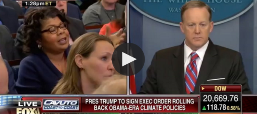 Sean Spicer DESTROYS Smug Liberal Reporter – Watch What Happened Immediately After