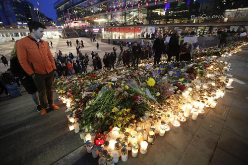 stockholm-terror-attack-flowers-candles