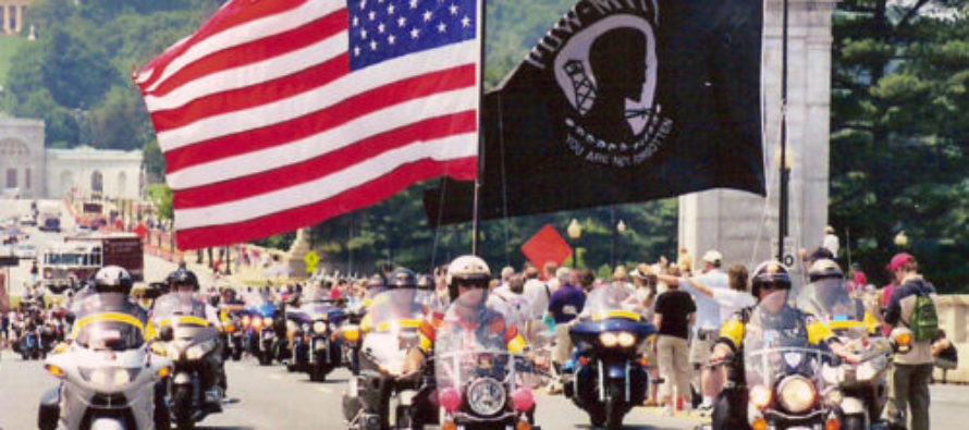 Rolling Thunder Motorcyclists Roll Into D.C. to Honor POW/MIA [VIDEO]