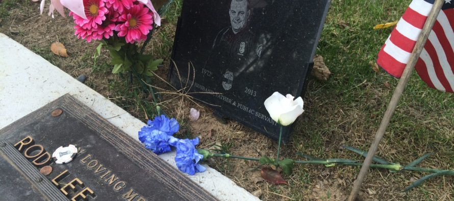 A Girl Wanted to Take Prom Photos at Her Dad's Grave. But What She Saw When She Got There…