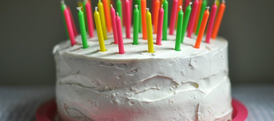 JETBLUE Kicks Off Family Over Mom's Birthday Cake [VIDEO]