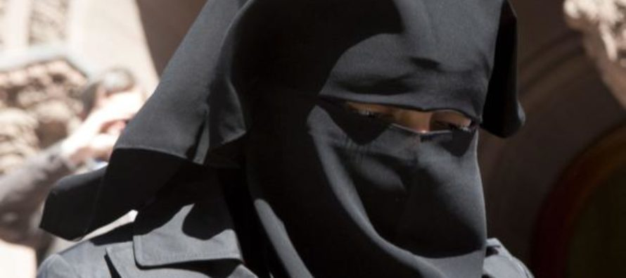 Muslim Refuses to Remove Niqab During Job Training – Court Rules to Cut Her Welfare Benefits