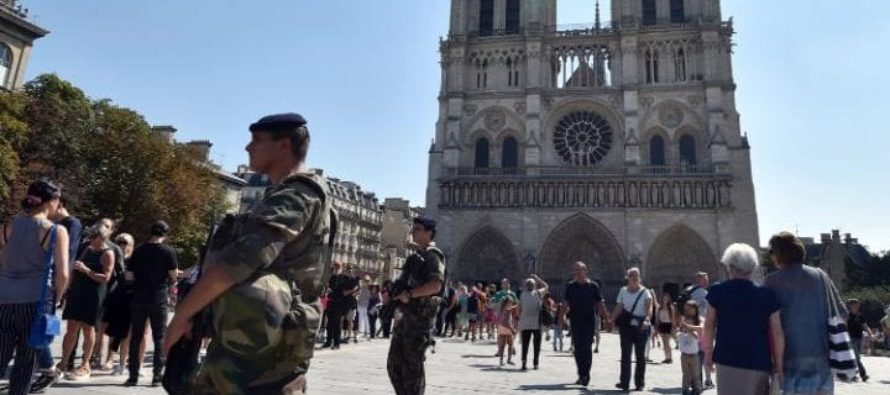 Paris' Notre Dame Cathedral on Lockdown – Shots Fired, Hammer Attack [VIDEO]