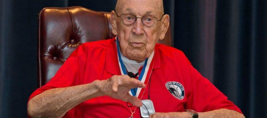 President Trump Surprises 101 Year-Old Veteran – The Last Surviving Member of the Doolittle Raiders