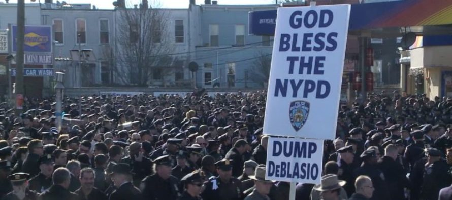 NYPD Officers Turn Their Back to De Blasio During Murdered Police Officer's Funeral