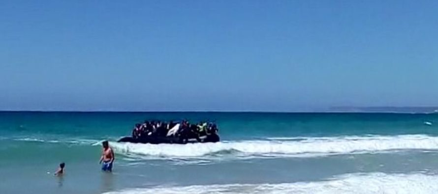 Boatload Of Illegal Immigrants Land On Beach, Shock Vacationing Families – Scatter Before Police Arrive [VIDEO]