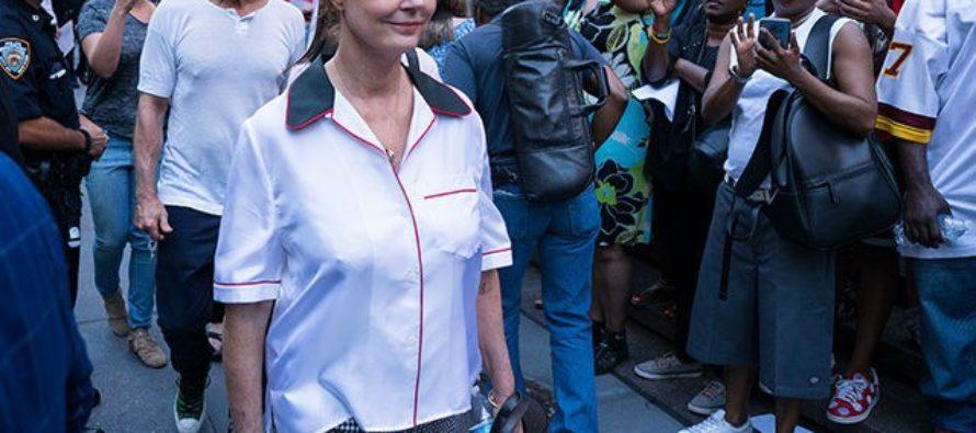 Susan Sarandon Goes Coo-Coo For Colin Kaepernick At Rally – 'I Stand with Colin'